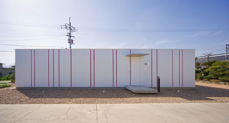 Slit house what we do is secret for Piscinas modernas minimalistas